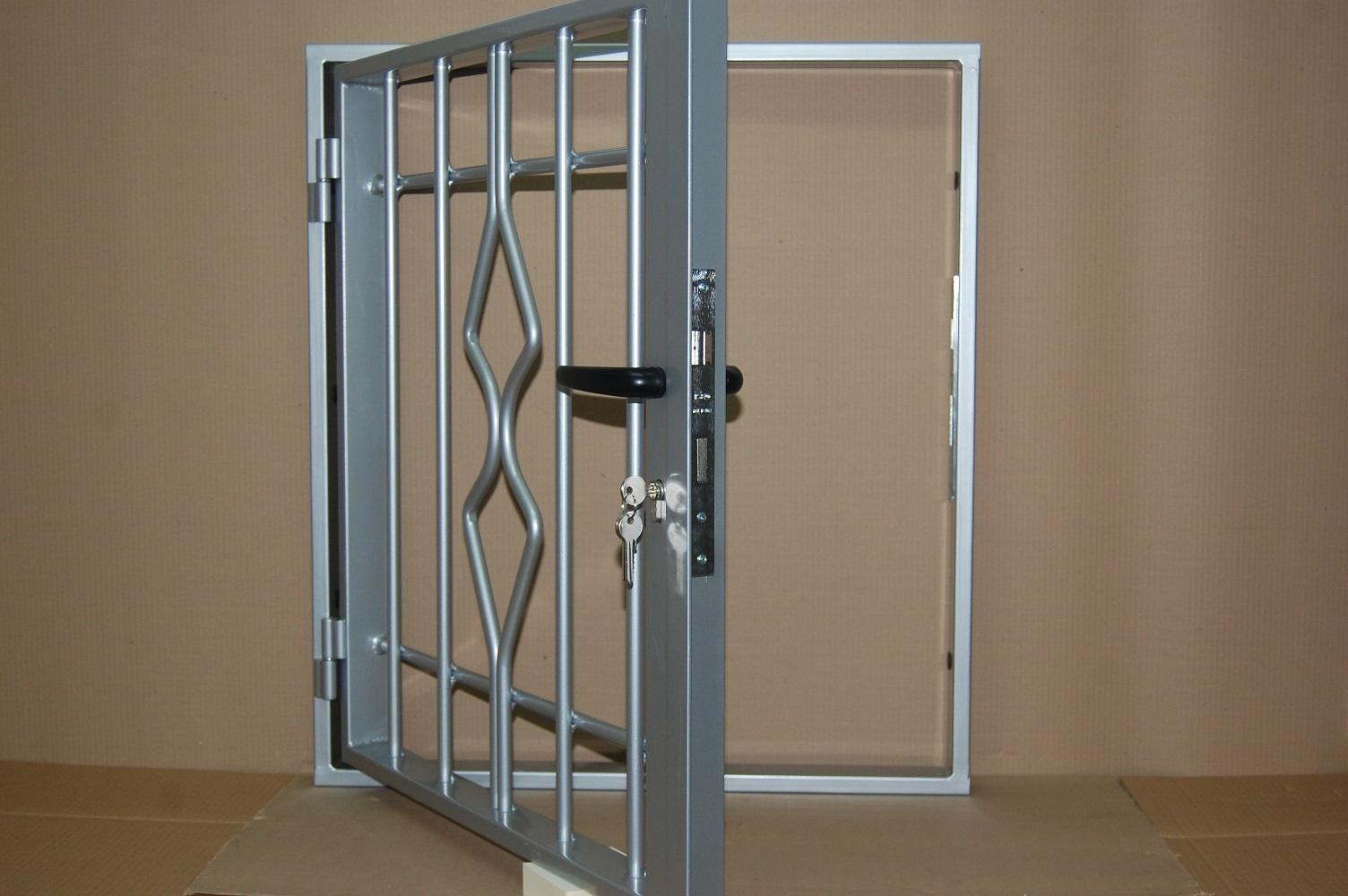 Rejas fijas para puertas y ventanas rejas y ballestas for Modelos de puertas y precios