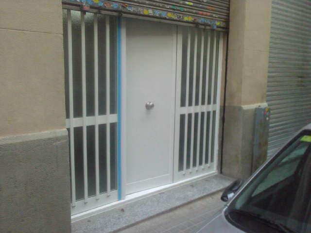 Cambio acceso de madera por puerta de aluminio y cristalera (Abril 2016)