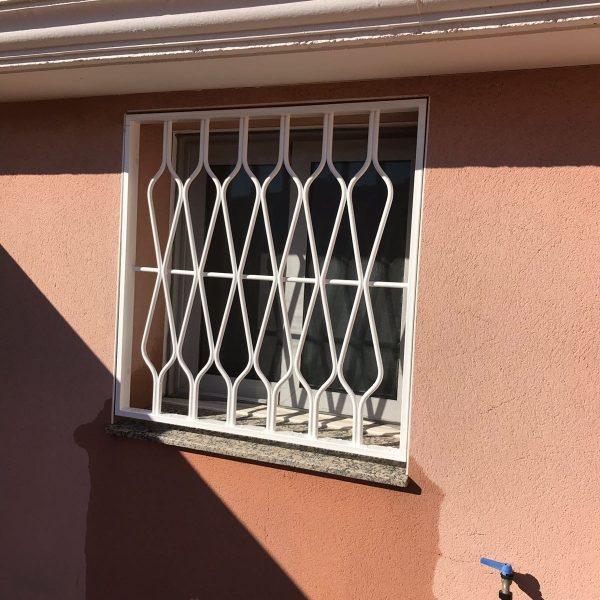 reja fija blanca ventana cocina