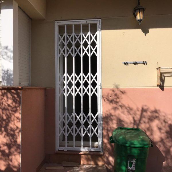 Instalación de rejas en casa de Canyelles Barcelona (2)
