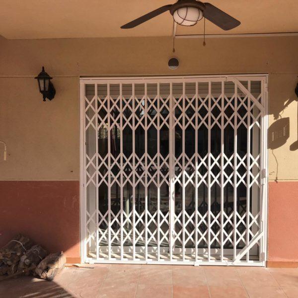 Instalación de rejas en casa de Canyelles Barcelona (3)
