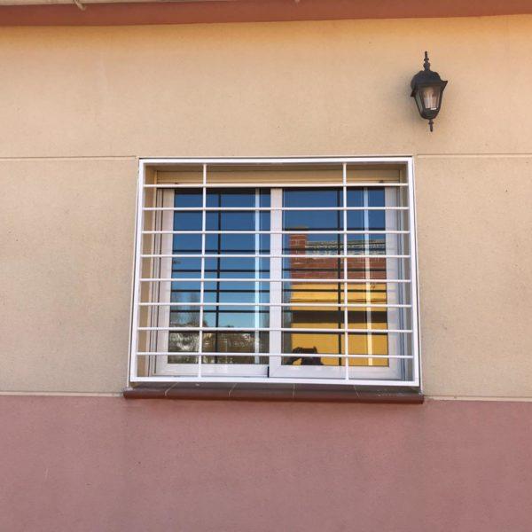 Instalación de rejas en casa de Canyelles Barcelona (4)