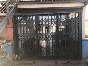 Instalación reja de ballesta negra en local de Passeig Valldaura