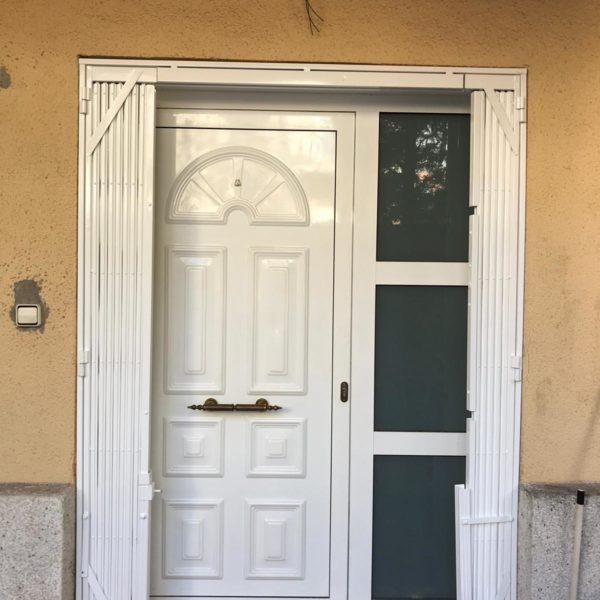 https://rejasyballestas.com/wp-content/uploads/2019/03/puerta-entrada-abierta.jpeg